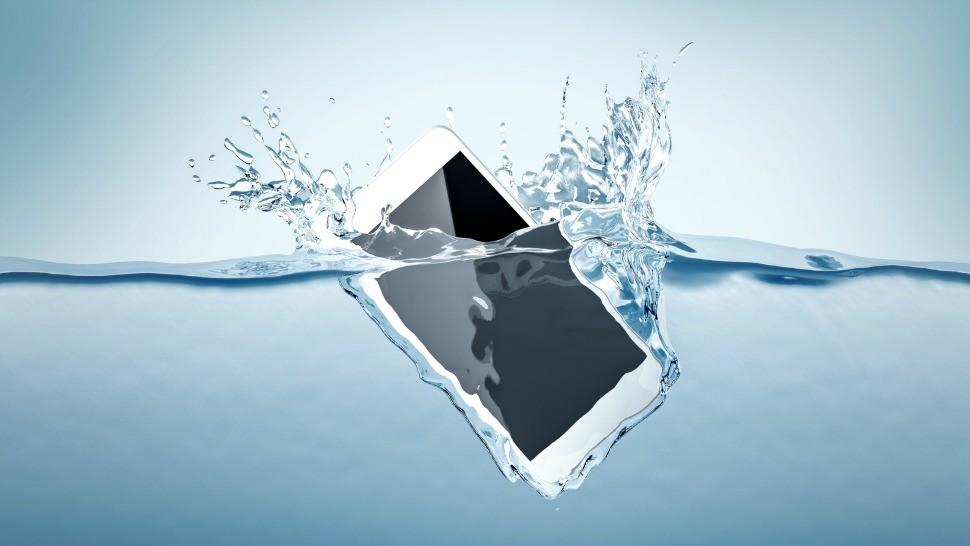 phone falling in water